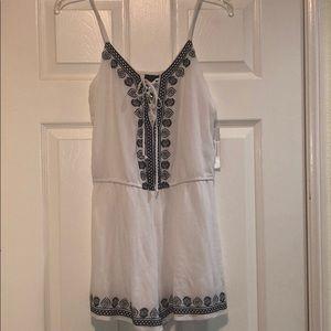Trixxi White & Navy blue shorts romper size: S